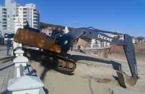 Prosigue vasto operativo de redistribución de arena en las playas de Piriápolis