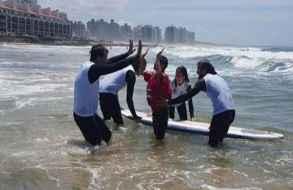 Tercer Encuentro de Surf Inclusivo en playa El Emir tendrá más de 60 participantes