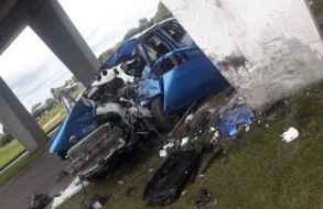 Conductor sufrió graves lesiones en choque contra las columnas de un puente