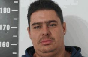 Violento sujeto recién liberado por un delito de violencia doméstica cometió desacato y volvió a prisión