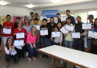 Jóvenes que concurren al comedor estudiantil participaron en curso de iniciación al Lenguaje de Señas