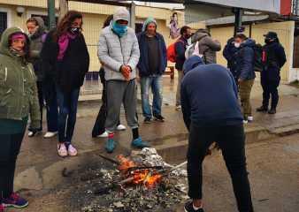 Beneficiarios de refugio transitorio del Mides piden para permanecer durante toda la jornada