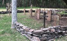 """Recrean lápidas del histórico """"Cementerio de los Ingleses"""" en la isla Gorriti"""