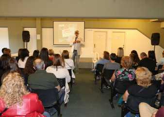Brindaron charla de gran ayuda para familias con personas que sufren adicciones